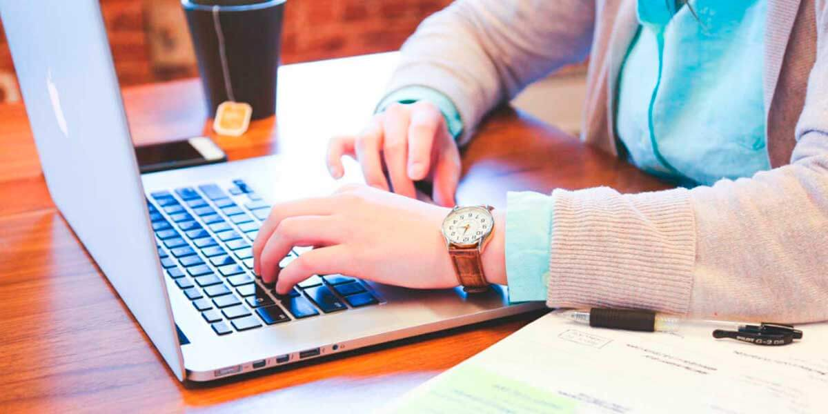 business in internet essay The reason for writing this essay is to discuss the advantages and disadvantages of conducting business on the internet in the twenty first century there is enormous benefit to achieve when conducting a business on the internet you may ask why i should invest on the internet.