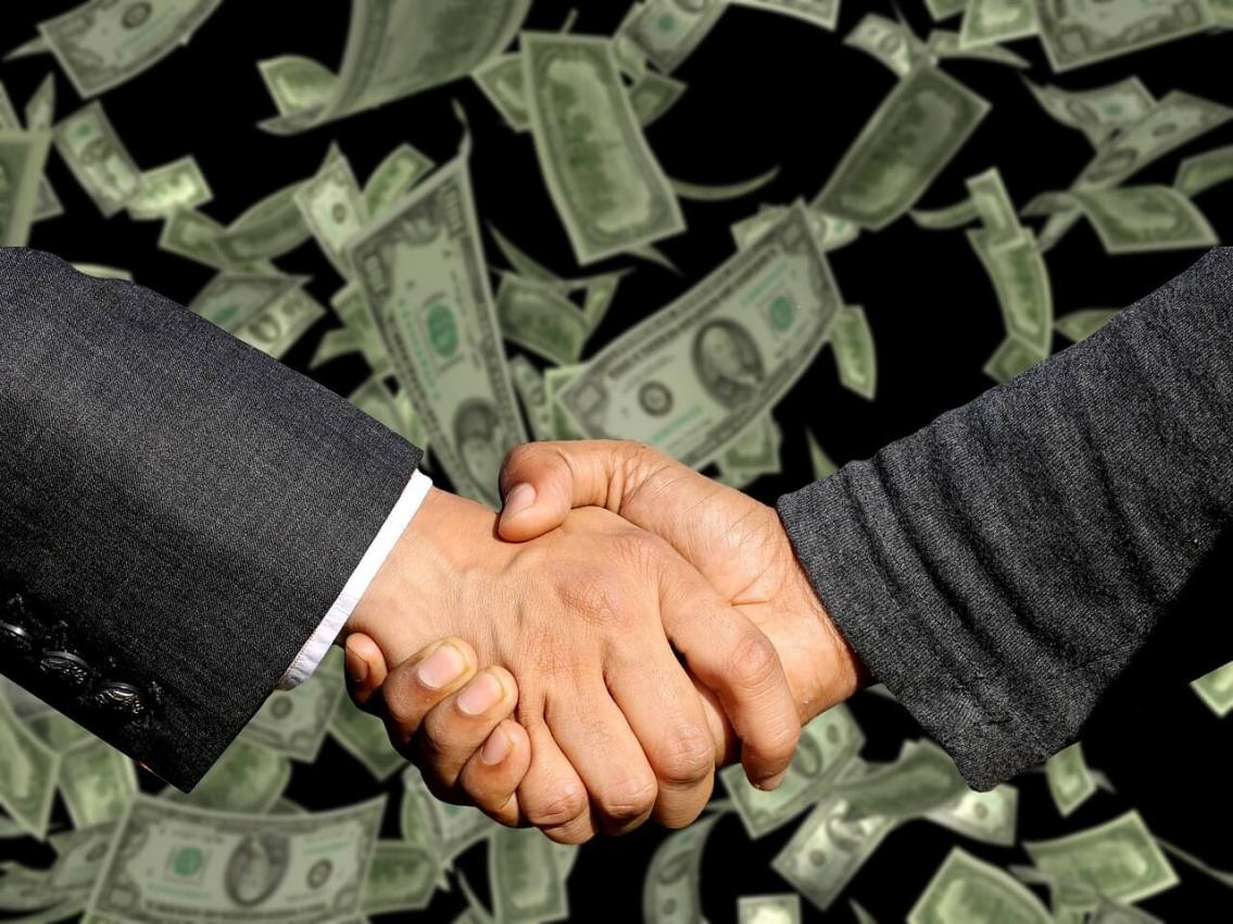 Продать бизнес самостоятельно или довериться профессионалам?