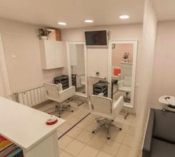 парикмахерский зал с двумя рабочими местами