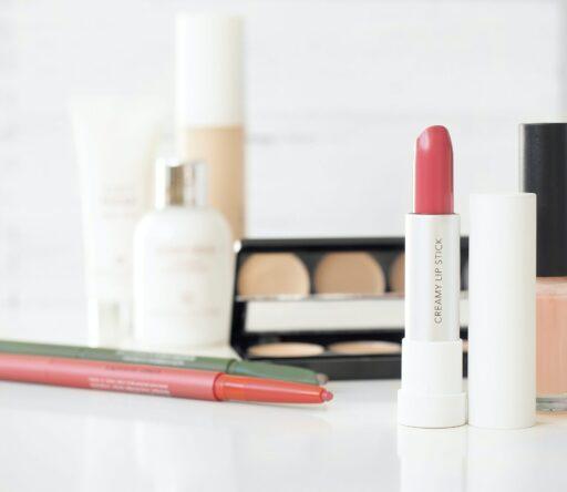 Косметическая индустрия: как заработать на красоте